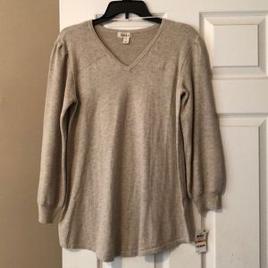 Nwt heather cream knot sweater size small